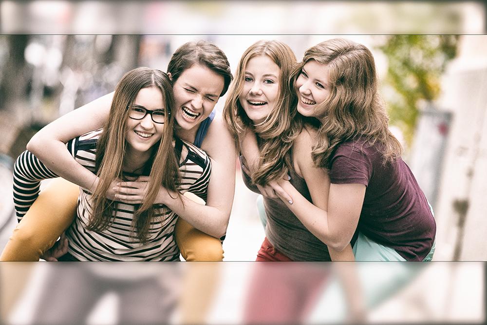 Melissa Bungartz Fotografie Erleben Fotografie erleben Freundschaft Fotoshooting Freundinnen Fotos Portrait Fotos Friends Shooting Schwesternshooting Fotoshooting Freunde Fotoshooting Freundinnen